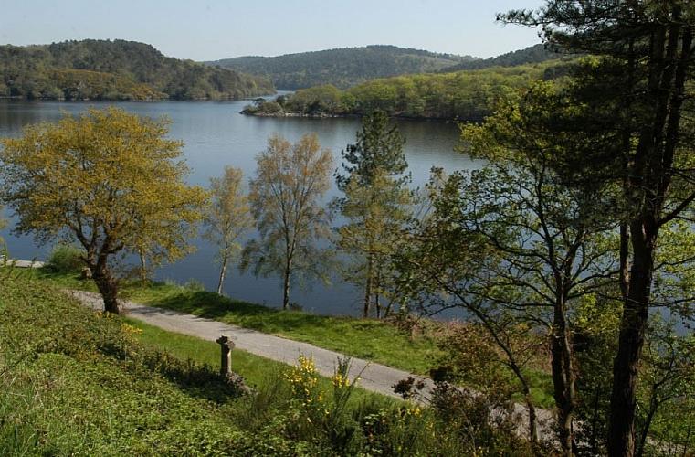 Lac de Guerlédan : l'endroit idéal pour se détendre en famille